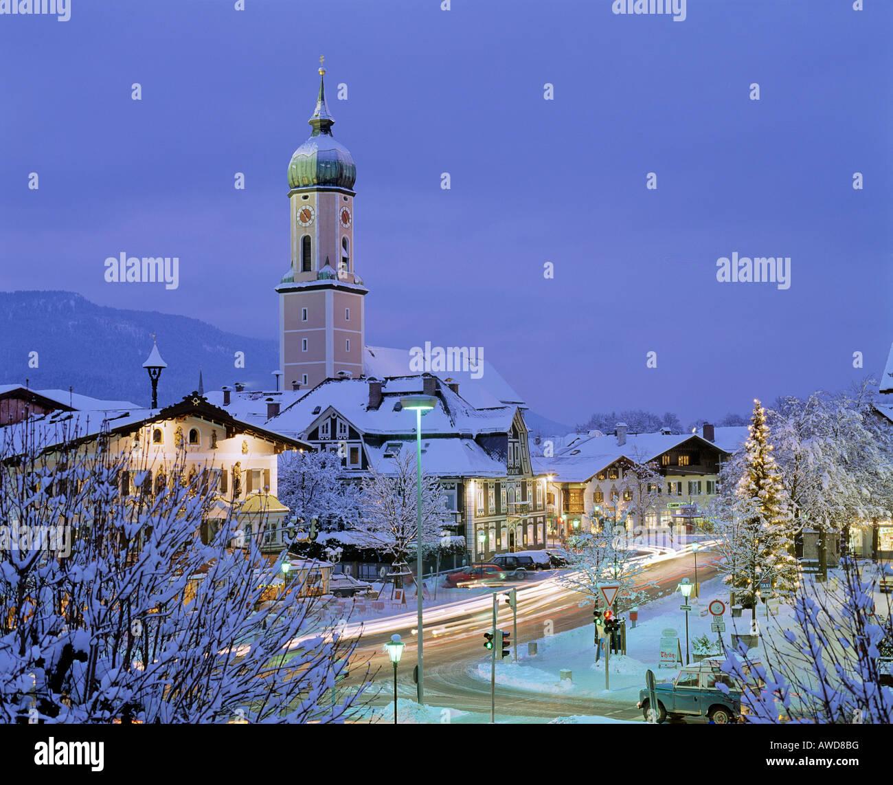 Kirche In Garmisch Partenkirchen Bei Dmmerung