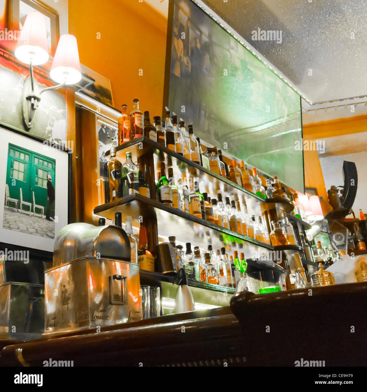 drinks display and bar stockfotos und bilder kaufen alamy