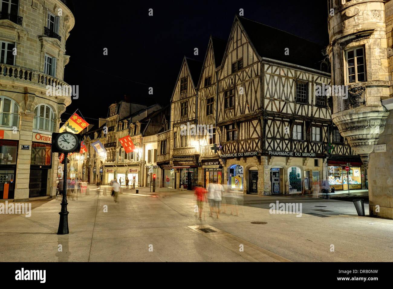 Strassen Von Dijon Bei Nacht Stockfotografie Alamy