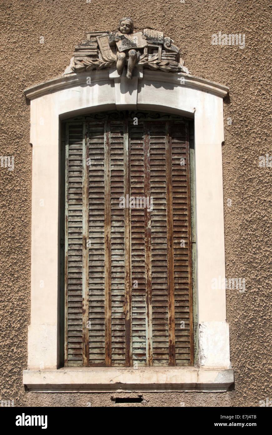 Alte Fensterläden shabby Holzfenster, Cahors Stockfoto, Bild