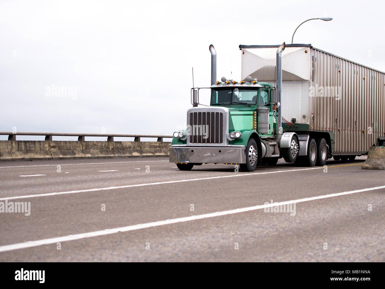 truck exhaust pipes stockfotos und