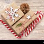 Weihnachten Dekoration Geschenk Box Mit Zuckerstangen Stockfotografie Alamy