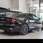 Novosibirsk Rusia 08 01 2018 Vista Trasera Del 2019 Audi A5 Sportback Preparado Para Venta Y Exhibidos En El Showroom Con Un Pulido De Color Negro Brillante Fotografia De Stock Alamy