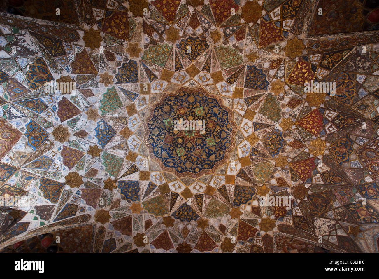 https www alamyimages fr photo image plafond en dome pietra dura bijoux couper en marbre dans la tombe de etimad ud doulah 17e siecle tombeau moghol construit 1628 agra inde 39659060 html