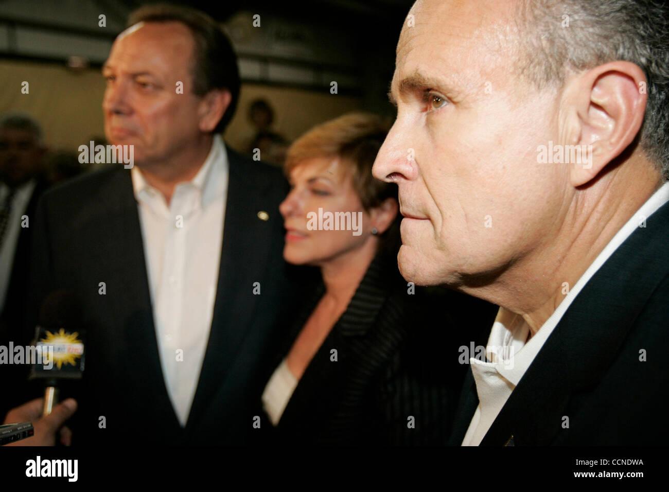 l ancien maire de new york rudolph giuliani voyages avec l ancien secretaire d etat de californie bill jones qui est en cours d execution a l encontre de