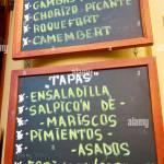 Avant Plan D Une Affiche Du Menu Dans Un Restaurant Espagnol Typique Seville Andalousie Espagne Photo Stock Alamy