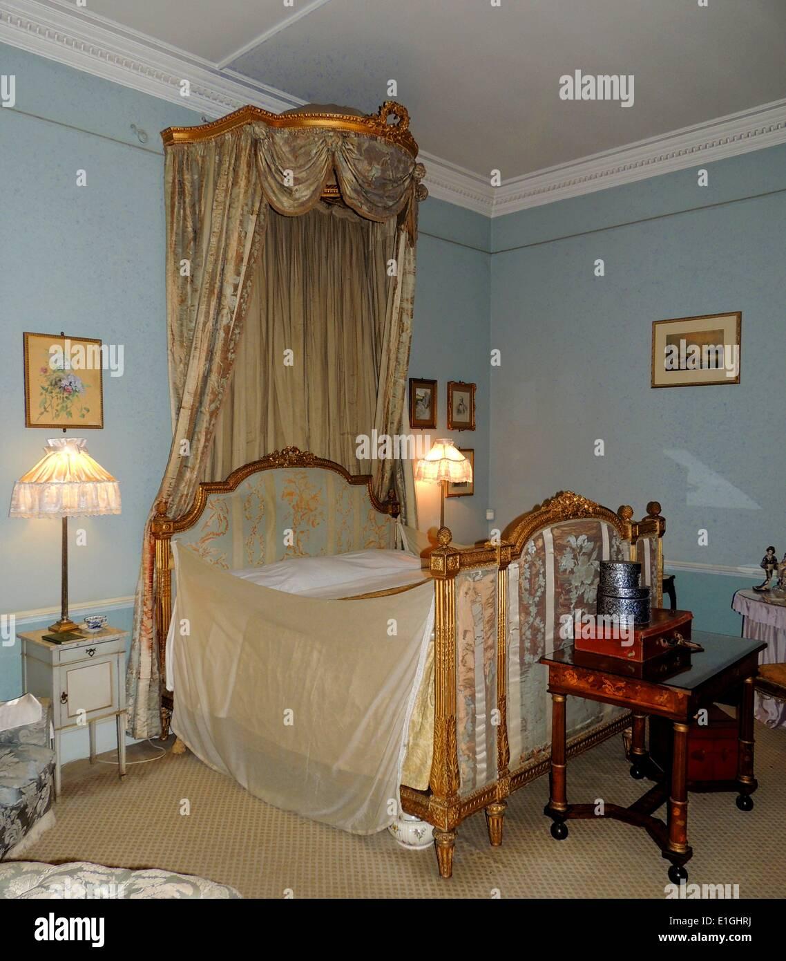 https www alamyimages fr 19eme siecle anglais meubles de chambre a coucher au chateau de warwick image69821350 html