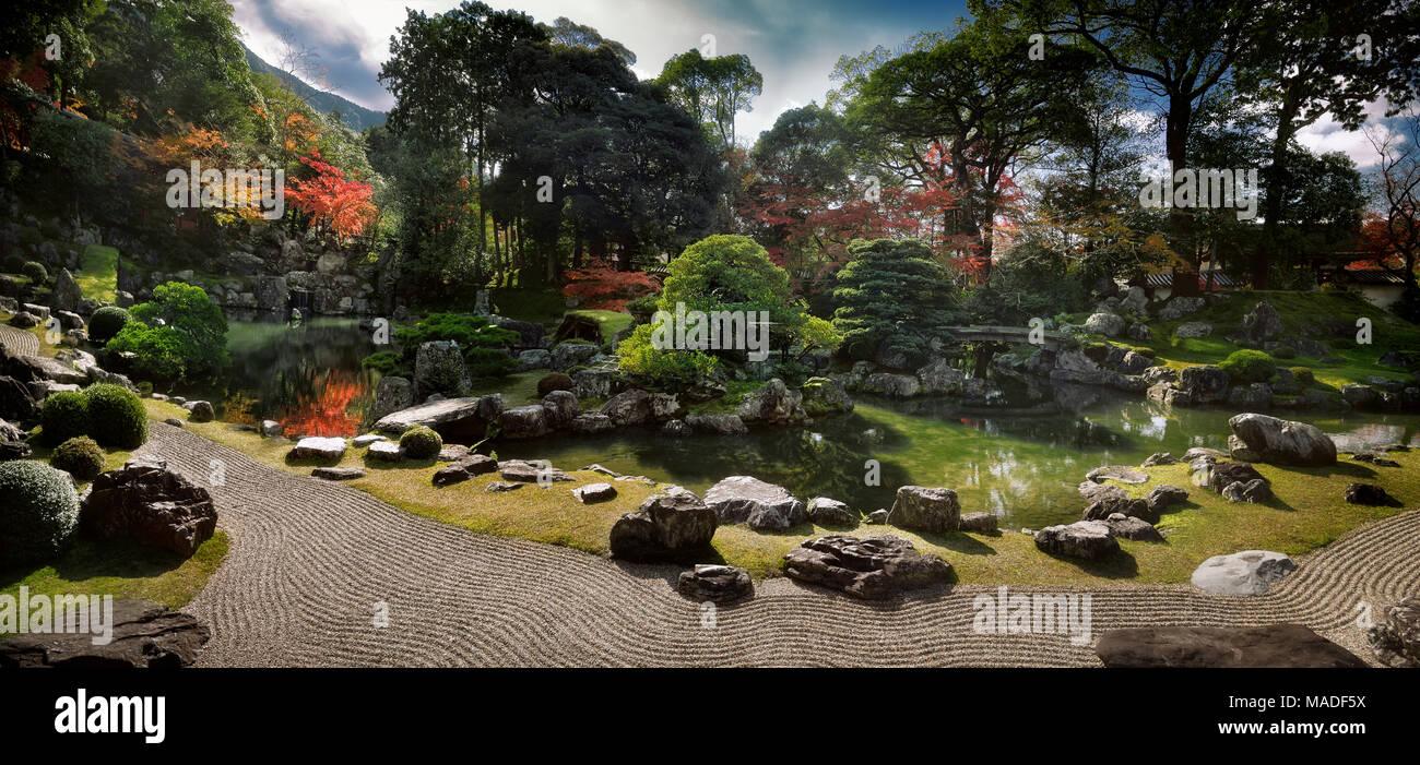 https www alamyimages fr paysage panoramique d un jardin zen japonais traditionnel rock avec un etang et les ponts menant vers les iles kameshima et tsurushima avec des pins blancs image178547542 html