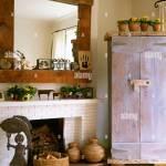 Pays Un Salon Avec Cheminee En Brique Bois Peint Miroir De L Armoire Rustique Et L Art Populaire Photo Stock Alamy