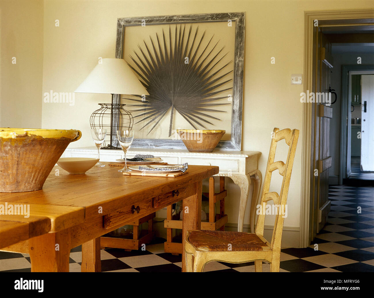 pays salle a manger table en pin chaise en bois table de bols de pierre interieurs chambres