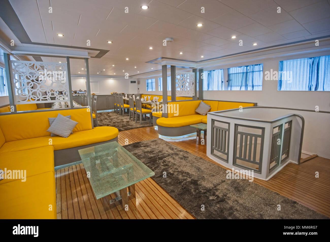 https www alamyimages fr decoration ameublement design interieur du salon salon dans un grand yacht de luxe image184546999 html