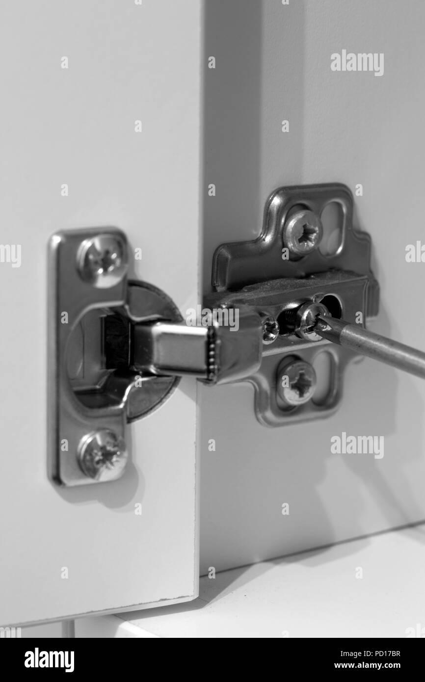 ajuster charniere porte armoire