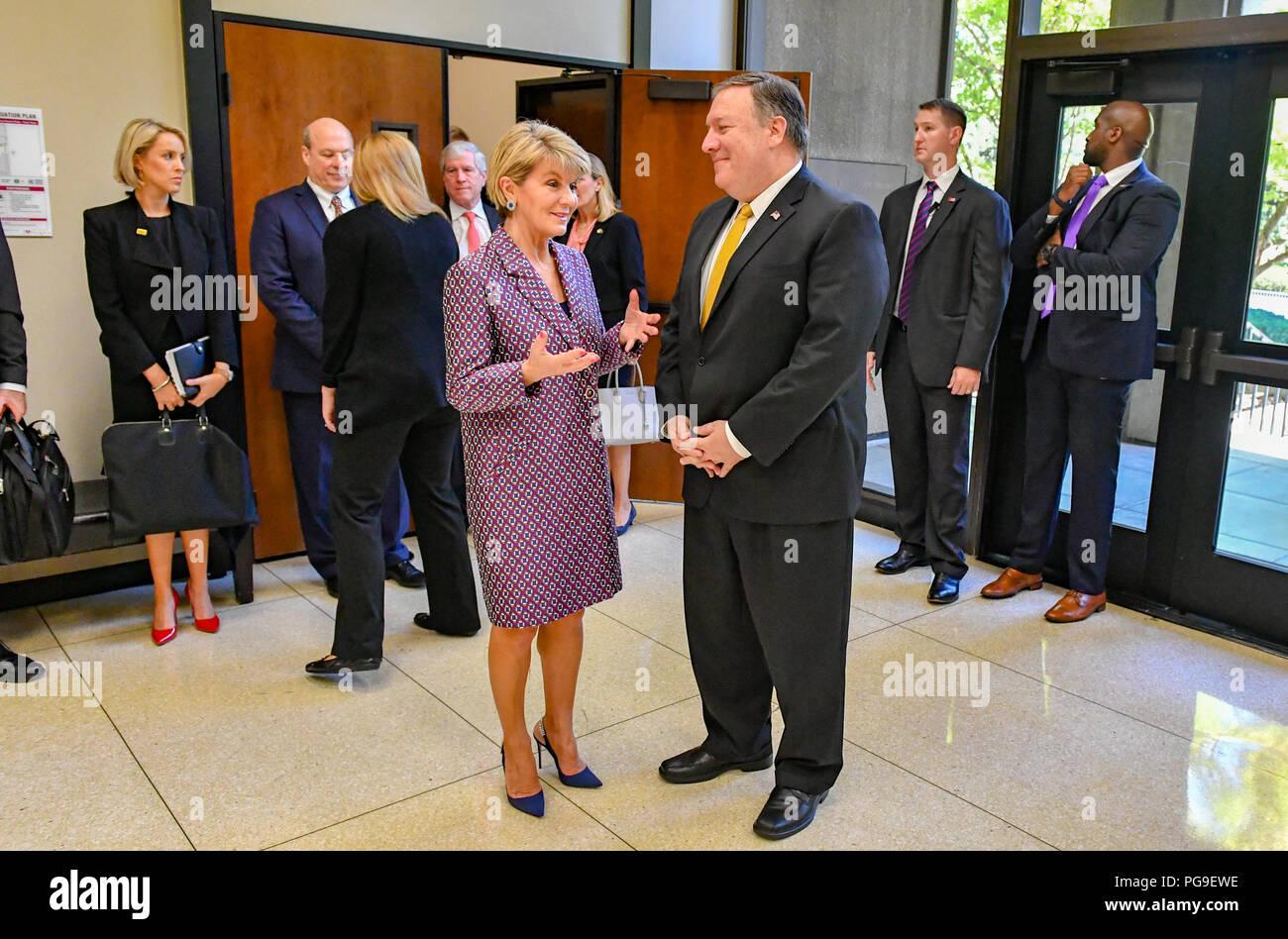 la secretaire d etat des etats unis michael r pompeo s entretient avec le ministre australien des affaires etrangeres julie bishop a la hoover institution