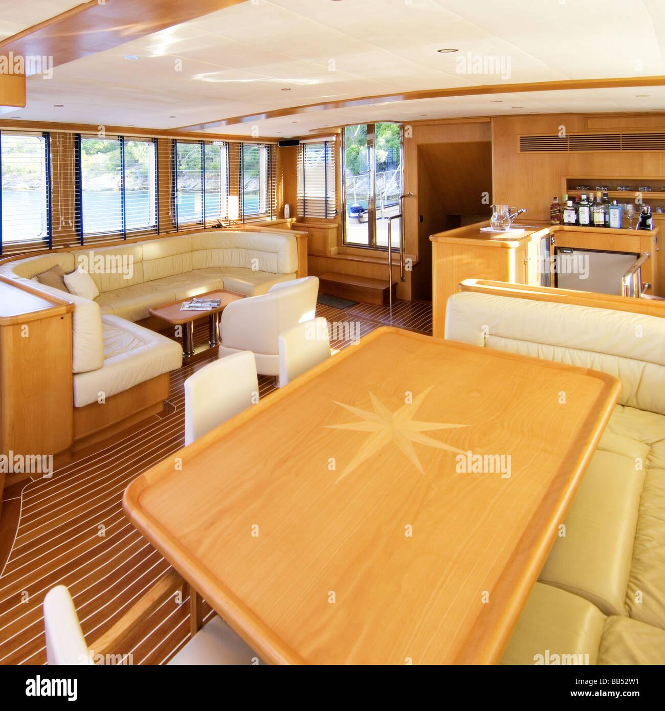 3d rendere lusso e moderno ingresso dell'hotel. Il Design Degli Interni Di Lusso Yacht A Motore Foto Stock Alamy