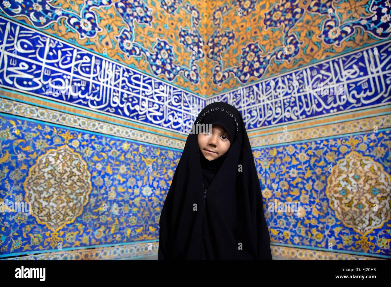 Di indossare l'hijab insieme alla madre e a un'altra ragazza e di. Iranian Girl Hijab Iran Immagini E Fotos Stock Alamy