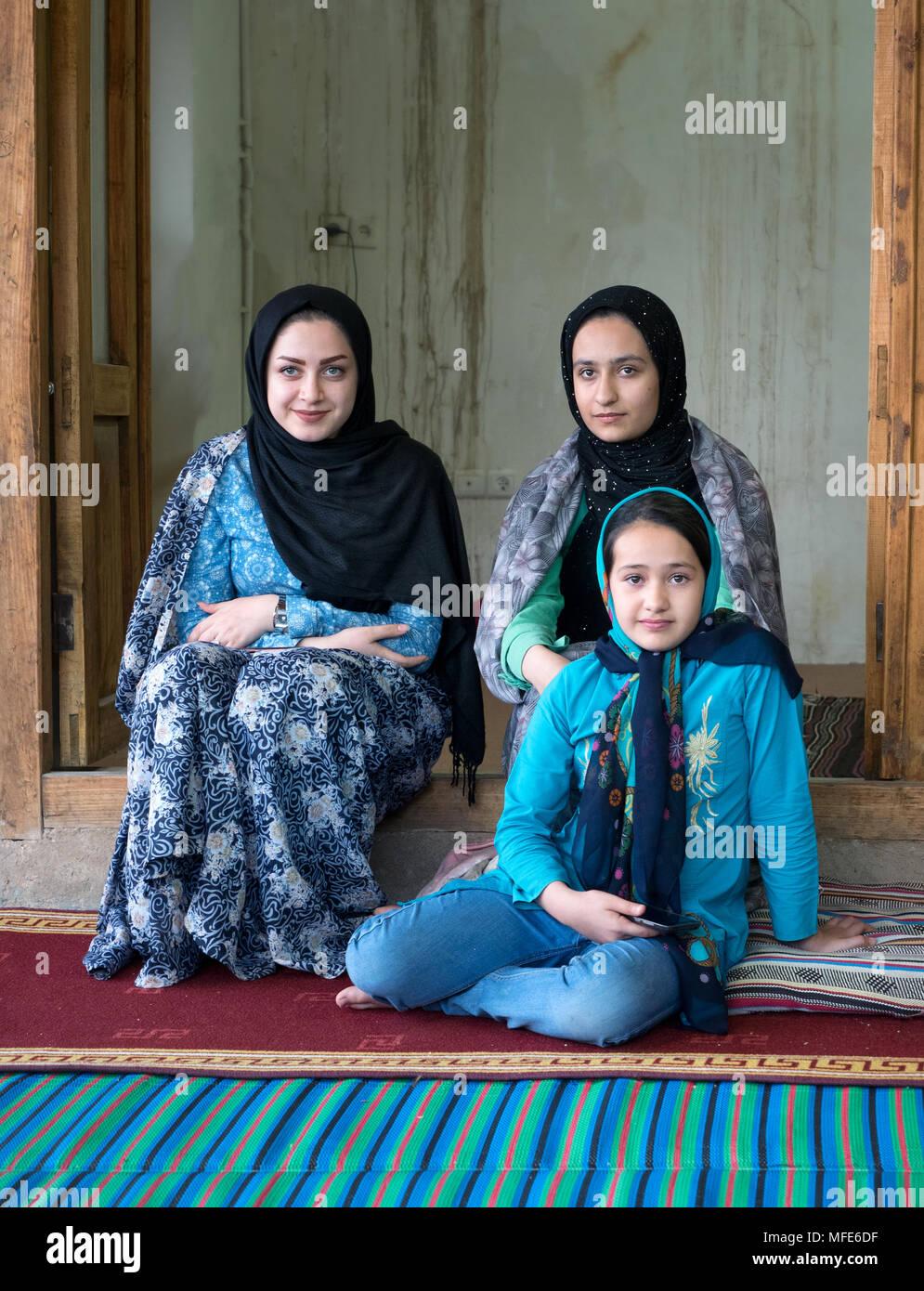 Diplomatica di carriera, marzieh afkahm, classe 1962, diventa la donna più in vista del. Iranian Girl Hijab Iran Immagini E Fotos Stock Alamy