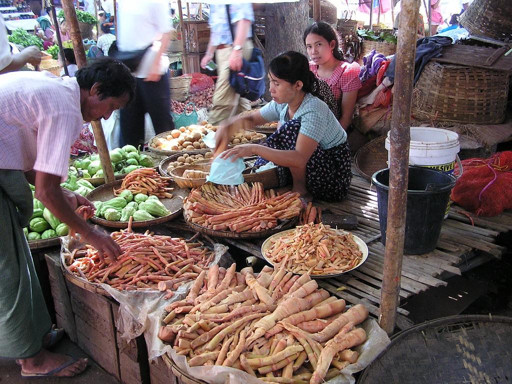 Myanmar/Birmania-Mandalay-Mercado Zegyo-49