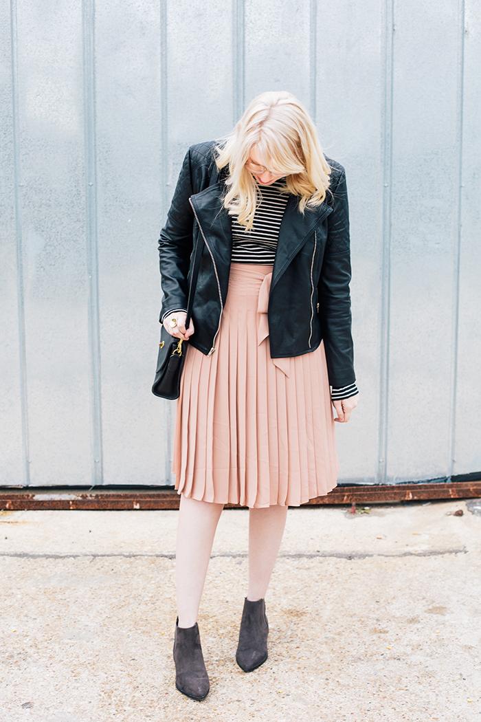 austin style blogger blush midi skirt moto jacket4