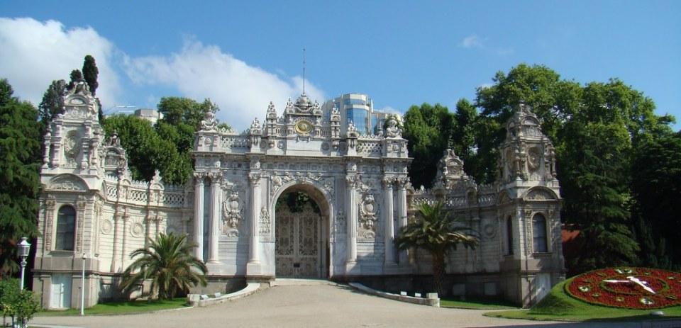 Turquia Estambul Puerta de la Tesoreria Palacio Dolmabahce 008