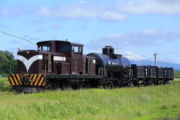 DD352+Open freight cars+Tank freight car