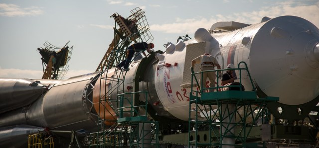 Expedition 48 Soyuz Rollout (NHQ201607040130)