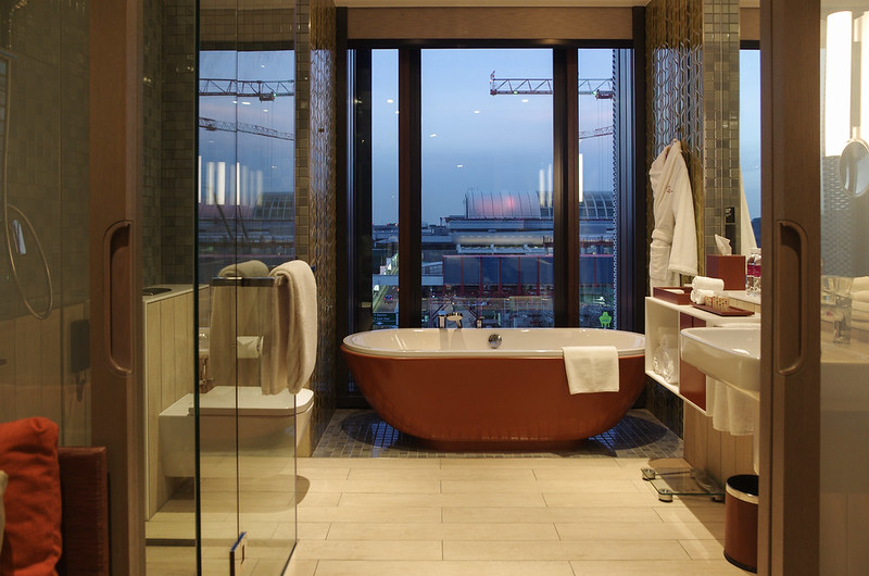 crowne plaza changi airport bathroom