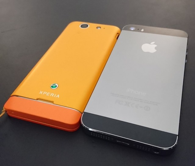 Xperia SXとiPhone 5s