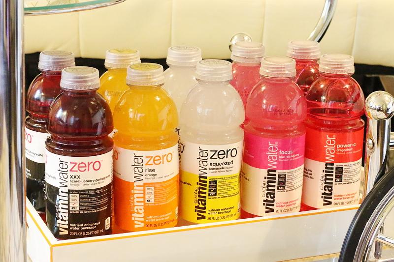 vitaminwater-drinks-tray-21