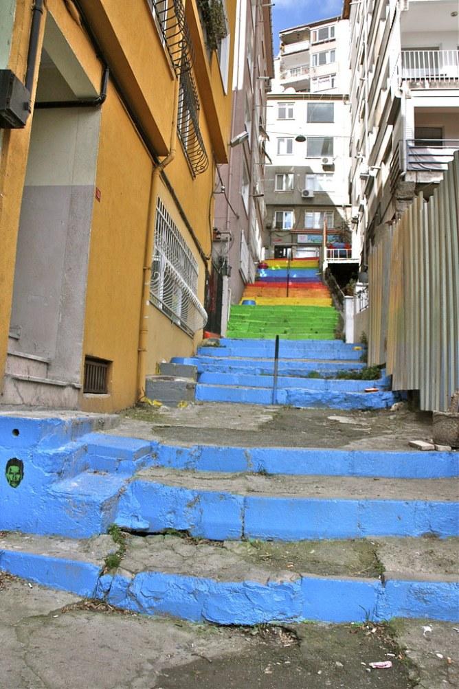 istanbulin värikkäät portaat