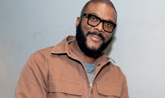 Tyler Perry sets up a COVID-19 vaccination site for the Atlanta production team