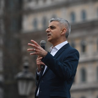 epa05816704 Mayor of London, Sadiq Khan speaks before the screening of the Oscar-nominated film 'the Salesman' directed by Iranian filmmaker, Asghar Farhadi in Traflagar Square in London, Britain, 26 February 2017. The film director Asghar Farhadi announced he will not attend for the Oscar ceremony on 26 february in Los Angeles, following US President?s Donald J.Trump executive order banning travel to the United States from seven Muslim-majority countries. EPA/FACUNDO ARRIZABALAGA