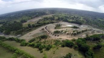 """Tercera """"limpieza"""" en el rio Veragua por la grancera Dualma sacando decenas de miles metros cubicos de materiales en el rio con la complicidad del vice ministro Jose Alarcon"""
