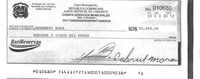 Cheque de pago de interes del prestamos de Humberto Mora por el candidato a regidor Rey Angel Arvelo