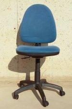 Cadira blava amb rodesv02