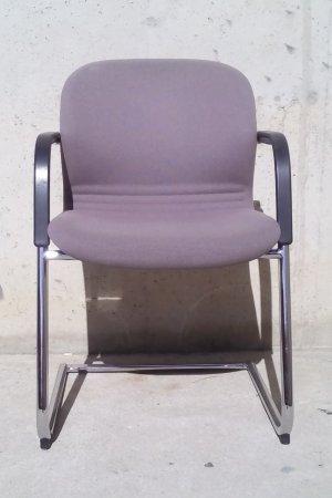 Cadira de color beix