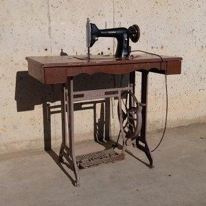 Màquina de cosir antiga, marca SIGMA a cabauoportunitats.com