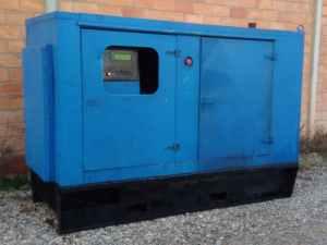 Grupo electrógeno azul 105 KVA de ocasión en cabauoportunitats.com
