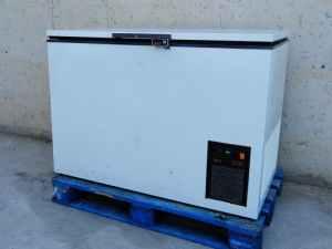 Congelador arcón ZANUSSI 118cm de segunda mano en buenas condiciones en cabauoportunitats.com