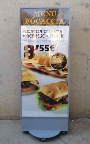 Expositor il·luminat d'ocasió per a botiga, restaurant, hotel... 71x50x183cm de segona mà a cabauoportunitats.com Balaguer - Lleida - Catalunya