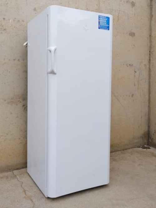 Congelador vertical de segona mà INDESIT en molt bon estat a cabauoportunitats.com Balaguer - Lleida - Catalunya