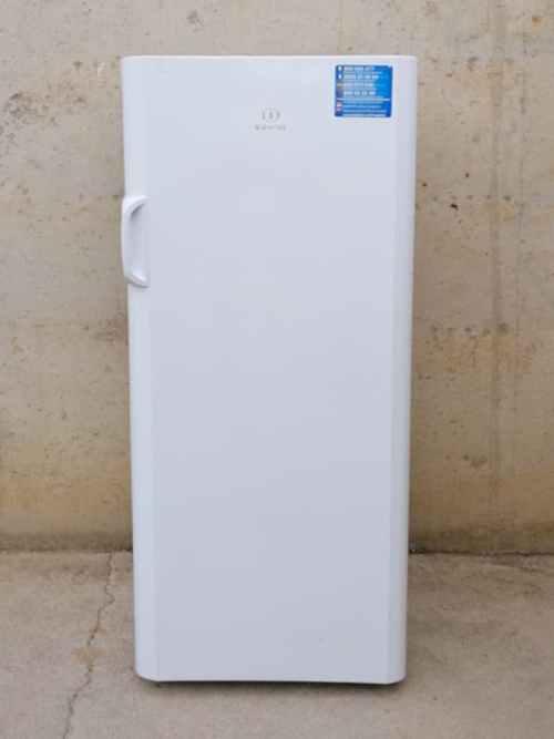 Congelador vertical INDESIT de segunda mano en cabauoportunitats.com