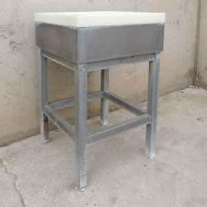 Piló de carnisseria de segona mà fet d'acer inoxidable i fibra de polietilié a cabauoportunitats.com Balaguer - Lleida - Catalunya
