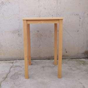 Taula de fusta de faig de 70x70x110cm de segona mà a cabauoportunitats.com Balaguer - Lleida - Catalunya