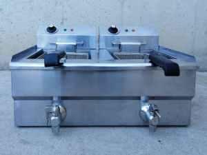 Fregidora elèctrica de segona mà de dos cubetes de 9 litres de capacitat en venda a cabauoportunitats.com Balaguer - Lleida - Catalunya
