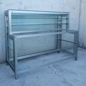 Mostrador expositor de segona mà fet d'alumini i vidre en venda online a cabauoportunitats.com Balaguer - Lleida - Catalunya