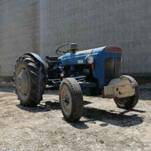 Tractor FORDSON DEXTRA de segona mà en bon estat a cabauoportunitats.com Balaguer - Lleida - Catalunya