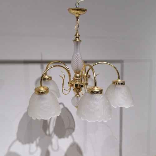 Lámpara dorada 5 globos