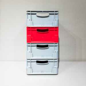 Lot de 4 caixes apilables de 40x30x18cm noves en venda a cabauoportunitats.com Balaguer - Lleida - Catalunya