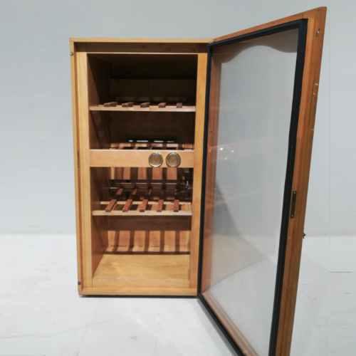 Nevera de vins de 60x63cm de segona mà en venda a cabauoportunitats.com Balaguer - Lleida - Catalunya