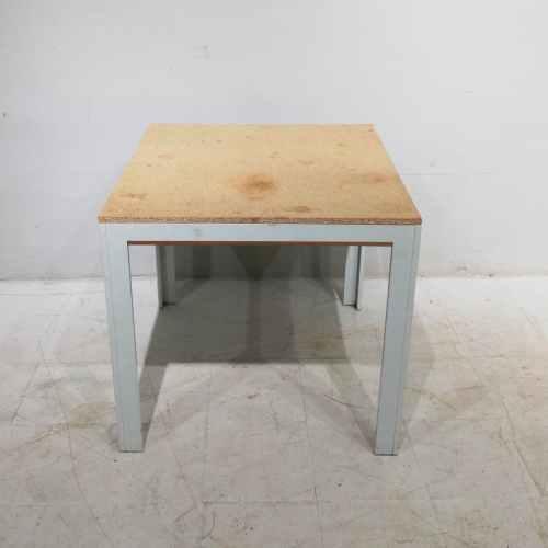 Taula d'alumini i melamina de segona mà en venda a cabauoportunitats.com Balaguer - Lleida - Catalunya
